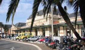 nice gare thiers gare sncf location voiture location utilitaire. Black Bedroom Furniture Sets. Home Design Ideas